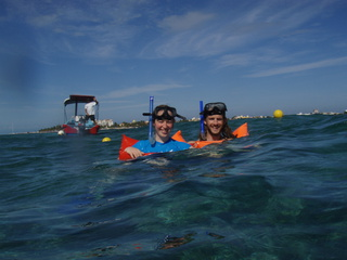 kate dan snorkeling 320x240