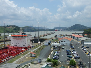 miraflores locks towards canal 320x240