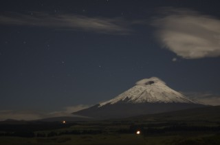 cotopaxi by night 320x211