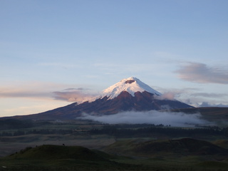 cotopaxi sunrise with fog 320x240