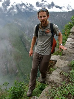 climbing to wayna picchu 240x320